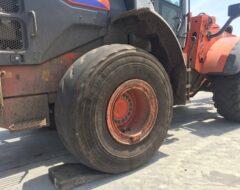 産業機械用の大型タイヤが入荷しました。(部品事業部)